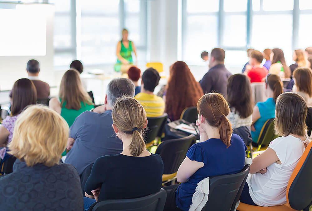 3 Benefits of Having a Conference Keynote Speaker
